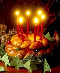 Santa Lucia Crown recipe from Fleischmann's Yeast Swedish Christmas, Noel Christmas, Scandinavian Christmas, Christmas Baking, Christmas Cookies, Scandinavian Food, Christmas Morning, Santa Lucia Day, Christmas Dinner Menu