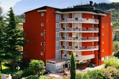 Hotel Royal - Riva del Garda ... Garda Lake, Lago di Garda, Gardasee, Lake Garda, Lac de Garde, Gardameer, Gardasøen, Jezioro Garda, Gardské Jezero, אגם גארדה, Озеро Гарда ... Welcome to Hotel Royal Riva del Garda, Hotel Royal is a 5-minute walk from the beach in Riva del Garda. Rooms have air conditioning and minibars. Parking is free. There is an outdoor pool. The Royal has pretty gardens with a sun terrace and bar. You can enjoy use wellness facilities