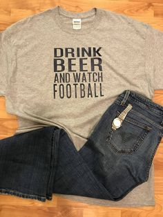 Fall Football, Football Girls, Watch Football, Funny Dad Shirts, Dad To Be Shirts, Shirts For Girls, Sporty Girls, Sporty Outfits, Fall Outfits