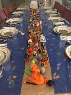 Mass exodus from Egypt - note the fish under the plastic tablecloth!