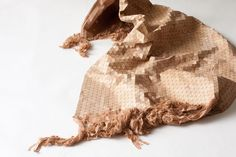 Elisa Strozyk transforma madeira em padrões têxteis