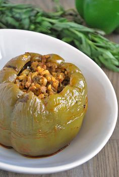 Dolmeh Felfel (Persian Stuffed Bell peppers) – a traditional dish of rice, herbs and meat stuffed into bell peppers and slow-cooked with spices to form a fragrant, delicious meal. Middle East Food, Middle Eastern Dishes, Middle Eastern Recipes, Healthy Stuffed Bell Peppers, Stuffed Peppers, Vegetarian Recipes, Cooking Recipes, Healthy Recipes, Meat Recipes