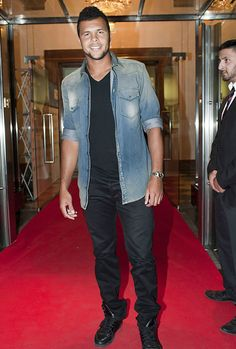 Jo-Wilfried Tsonga rocking the jean shirt.