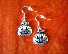 Halloween Earrings Vintage Gold Pumpkin Shaped Horror Hoop Earring Over Halloween Schmuck, Halloween Jewelry, Silver Christmas, Christmas Gifts For Women, Antique Silver, Jewelry Gifts, Dangle Earrings, Dangles, Vintage