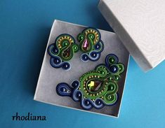 Beautiful Soutache brooch. Brooch are handmade, with real love and passion. Rainbow is a very nice color . Brooch length about 8cm(3.15inch) x 5,5cm(2.17inch), study earrings length 4cm (1,6inch). This is a nice addition to the outfit, I recommend :) If you want to see more of my