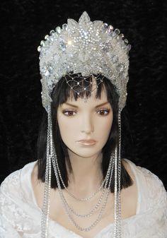 Royal Crowns, Royal Jewels, Tiaras And Crowns, Snow Queen Costume, Crown Hairstyles, Headpiece Wedding, Princess Wedding, Headdress, Crystal Rhinestone