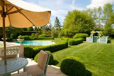 Clipped boxwood hedges create an emerald necklace around the garden and help to define the swimming pool. A lush green lawn is just a few steps away from a well furnished terrace, which is the perfect place for breakfast with a view. Rectangular Planters, Rectangular Pool, Landscape Architecture, Landscape Design, Drought Tolerant Shrubs, Green Lawn, Green Garden, Outdoor Spaces, Outdoor Decor