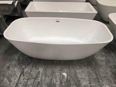 Cada freestanding, cu montaj pe pardoseala, de la producatorul Super Spa, model Q-169, disponibila cu dimensiuni de 180x87 cm, fabricata din acril, culoare alb. Bathtub, Bathroom, Model, Standing Bath, Washroom, Bathtubs, Bath Tube, Full Bath
