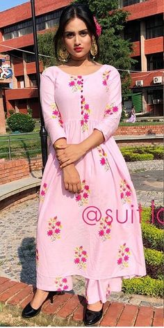 Simple Kurti Designs, Salwar Designs, Abaya Fashion, Indian Fashion, Fashion Dresses, Indian Dresses, Indian Outfits, Stylish Dresses, Stylish Outfits