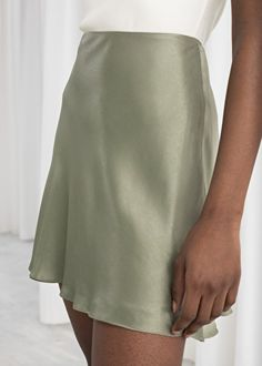 Satin Mini Skirt - Satin Mini Skirt Pistachio Mini skirts & Other Stories – Mini Skirts – Ideas of Mini Skirts Source by Charles_Fashion - Casual Outfits, Summer Outfits, Cute Outfits, Skirt Outfits, Grunge Outfits, Modest Outfits, Look Fashion, Fashion Outfits, Fashion Women