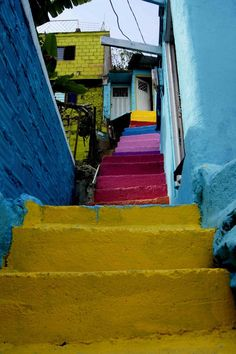 Hotel Bee - Travel tips and Travel Guides Cali Colombia, Colombia South America, Colombia Travel, Largest Countries, Countries Of The World, The Beautiful Country, Beautiful Places, Chile, Cities