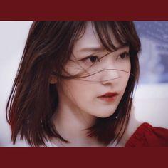 Sakura Miyawaki, Japanese Girl Group, Kim Min, Kpop Aesthetic, Female Singers, Hairstyles Haircuts, Girl Photography, Sweet Girls, China