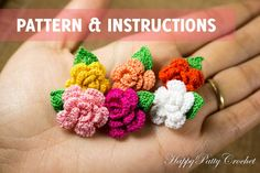 Pattern and instructions adorable mini roses. This blossoms are perfect appliques for anything from an earring and necklace, to a hairclip, bag or a hat. Crocheting several of this blossoms, would allow you to make a beautiful brooch or a stunning mini bouquet.