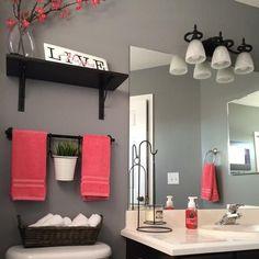 Badezimmer können so schön sein! Auch mit wenig Geld (und auf kleinem Raum) können einfache Dinge Großes bewirken. So wird ein langweiliges Bad zu einer Wohlfühl-Oase...