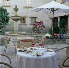 Paradores.Parador de cambados Table Decorations, Home Decor, Travel, Hotels, Restaurants, Waterfalls, Castles, Tourism, Places