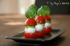 Maya's World: Rosii-Mozzarella pe betisoare cu sos verde (Finger. Maya, Dip, Tomate Mozzarella, Finger Foods, Sushi, Ethnic Recipes, Salsa, Finger Food, Maya Civilization