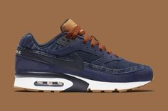 Nike Constructs the Air Max BW in Denim: Finishing touches included brown accents and a gum rubber sole. Nike Air Max, Air Max 90, New Shoes, Men's Shoes, Roshe Shoes, Air Max Sneakers, Sneakers Nike, Look Fashion, Mens Fashion