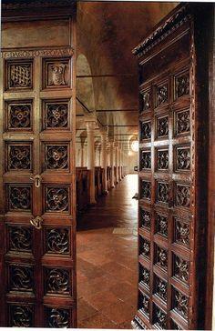 Portale di ingresso alla Biblioteca Malatestiana di Cesena del 1454 by Turismo Emilia Romagna, via Flickr