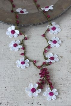 Crocheted Flower Necklace Oya