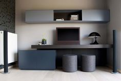 Totaalinrichting Mechelen Home Office, Reading Room, Grey Walls, Kids Room, Furniture Design, Shelves, Panelling, Tv Unit, Living Room