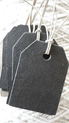 Labels Zwart  misschien karton en krijtbordverf?