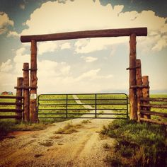 new mexico ranch style front gate from fell trees and old metal farm gate Driveway Entrance, House Entrance, Farm Entrance Gates, Entrance Ideas, Gate Ideas, Gate House, Fence Ideas, Front Gates, Entry Gates