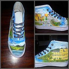 Botas/zapatillas pintadas a mano alzada con edificios emblemáticos de mi ciudad, Arenas de San Pedro.