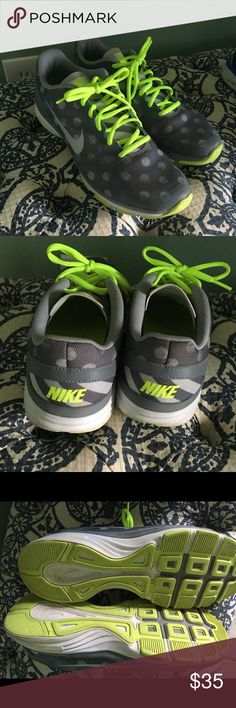 Nike Dual Fusion TR Print women's shoes size 8 1/2 Cute and comfortable Nike tennis shoes in excellent condition, barely worn. Nike Shoes Athletic Shoes