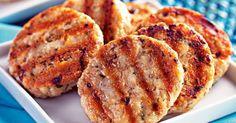 Hamburguer de Peito de frango, cebola, ovo e aveia. Pode ser feito croquete ou almondegas tb...