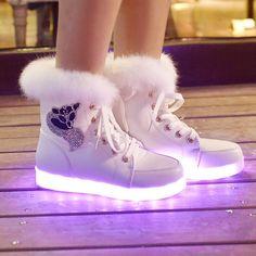 Hiver Femme High Top croissante des chaussures pour 7 Chaussures couleur  lumineuse Blanc Noir 2,016 Nouveau 147fcc7dcb7e
