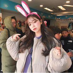 Korean Fashion Trends you can Steal – Designer Fashion Tips Pretty Baby, Pretty Girls, Cute Girls, Ulzzang Korean Girl, Ulzzang Couple, Korean Beauty, Asian Beauty, Girl Korea, Uzzlang Girl