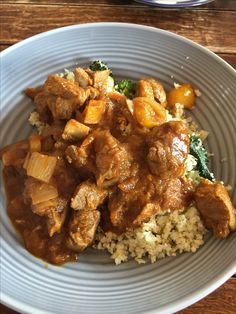 Today's lunch - homemade lamb curry with stir fry veg and cauliflower rice! Lamb Curry, Cauliflower Rice, Stir Fry, Fries, Clean Eating, Pork, Lunch, Homemade, Pure Products