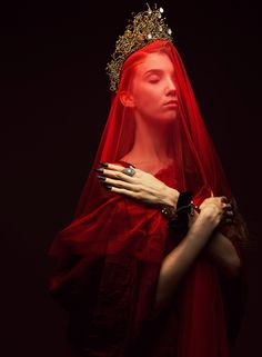 Do this with Lady Macbeth Art Photography, Fashion Photography, Lady Macbeth, Red Queen, Dark Beauty, Tag Art, Dark Fantasy, Belle Photo, Character Inspiration