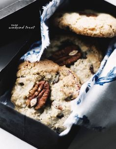 Pecan, oat, and choco chip cookies
