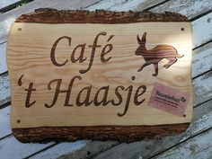 #naambord #tekstbord #hout #graveren #kado #gifts #thuisbezorgd #cafe #haas #mancave Bbq Grill, Chilling, Bamboo Cutting Board, Man Cave, Gifts, Bar Grill, Presents, Barbecue, Favors