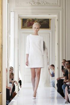 - Minimalistisches Etui-Brautkleid -