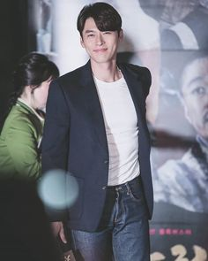 Let's talk about Hyun Bin's dimples.Yes, apart from his visual and his body proportion, one thing th Hyun Bin, Handsome Korean Actors, Yoo Seung Ho, Appreciation Post, Gong Yoo, Fine Men, Dimples, Haircuts For Men, Stylish Men