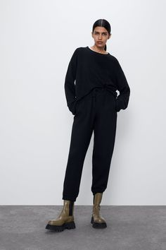 New clothes and accessories updated weekly at ZARA online. Stay in style with seasonal trends. Sweatshirts Online, Hoodies, Online Zara, Cotton Citizen, Zara United States, Pullover, Online Sales, Cuff Sleeves, Juicy Couture