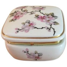 Asian Style Floral Music Box (40 AUD) ❤ liked on Polyvore featuring home, home decor, small item storage, boxes, oriental home decor, floral home decor, purple home decor, asian home decor and pink boxes