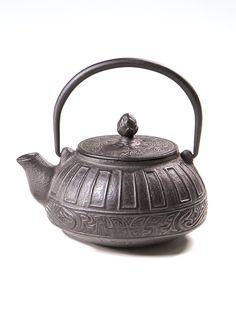 SHINJUKU Japanese Cast Iron Teapot
