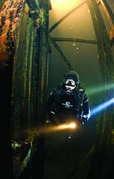 Scuba diving Bonne Terre Mine in Missouri Best Scuba Diving, Scuba Diving Gear, Cave Diving, Sea Diving, Underwater Photos, Underwater World, Underwater Photographer, Scuba Diver Costume, Minions