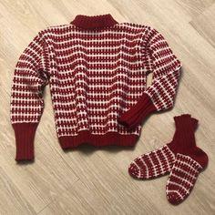 OneCall-genser og -sokker oppskrift - mønster | OneCall Men Sweater, Pullover, Sweaters, Fashion, Moda, La Mode, Men's Knits, Sweater, Fasion