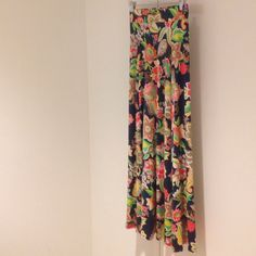 Floral pattern maxi skirt Material feels cool and comfortable: 92% polyester 8% spandex. Skirts Maxi