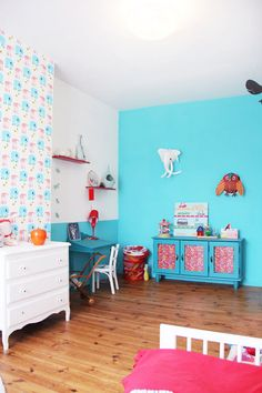 Teal wall in kid's bedroom