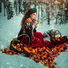 Photograph apple girl by Margarita Kareva on 500px
