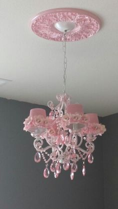 Pink & whit chandelier! May masterpiece!!!!