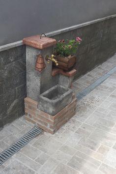 Fontana fonte del casale easy col. antichizzato, località: Arzano (Napoli)