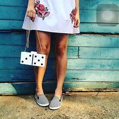 zpr Para quem gosta de Clutch divertidas que tal essa Clutch de dominó#emporiumdasnetas #moda #acessorios #design #estilo #tendencia #instanvendas #garimpo #fashion #dicadepresente #look #euquero #ecommerce #lojaonline #enviamosparatodoobrasil#brasilia #clutch #domino #bolsa #bag #linda #boatarde.  Foto:⭐️@desafiodocloset ⭐️