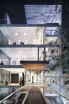 Vertical House is a stunning contemporary house designed by Miro Rivera Architects, an architecture practice based in Austin, Texas. Glass Handrail, Rivera, Suite Principal, Miro, Journal Du Design, Interior Architecture, Interior Design, Residential Architecture, Dallas