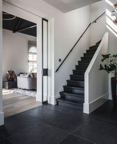 Dream Home Design, Home Interior Design, House Design, Flur Design, Staircase Makeover, Stair Decor, Bedroom Closet Design, Hallway Designs, Piece A Vivre